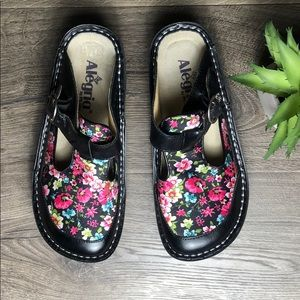 Algeria Classic Black Vintage Floral Mule Clog
